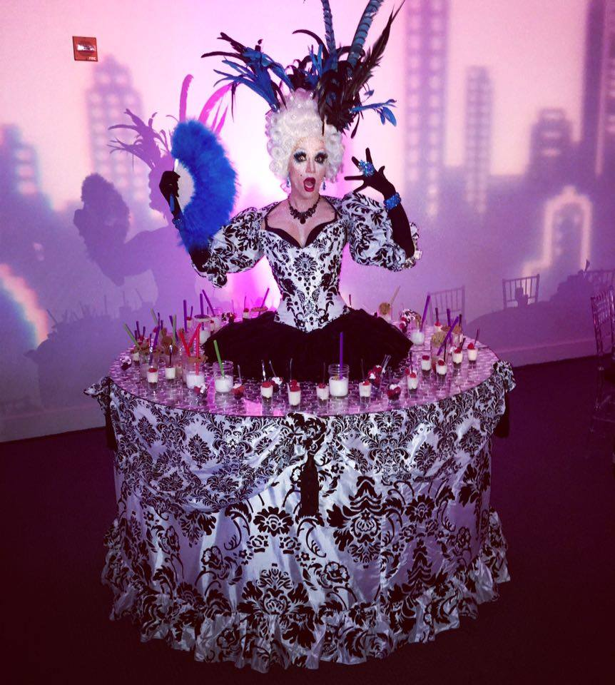 Marie Antoinette Strolling Table