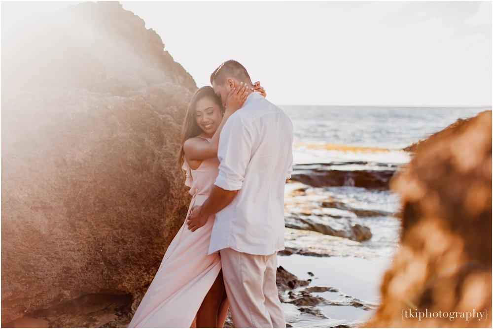 Beach-Engagement-Hawaii-Romantic-_0001.jpg