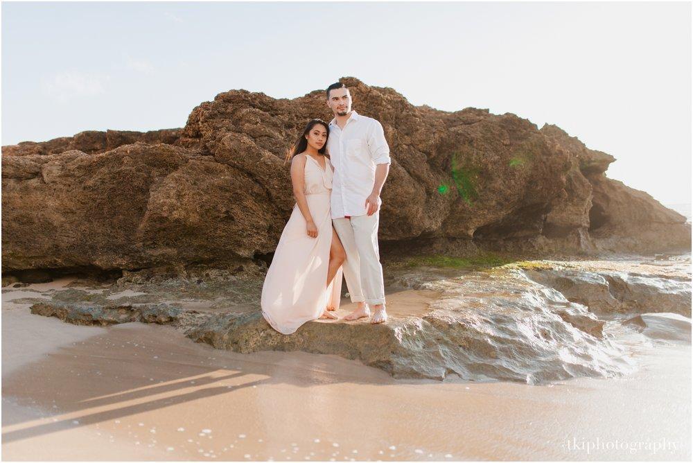 Beach-Engagement-Hawaii-Romantic-_0002.jpg