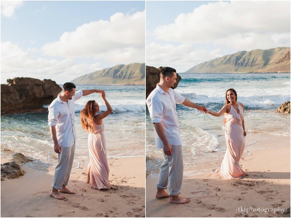 Beach-Engagement-Hawaii-Romantic-_0006.jpg