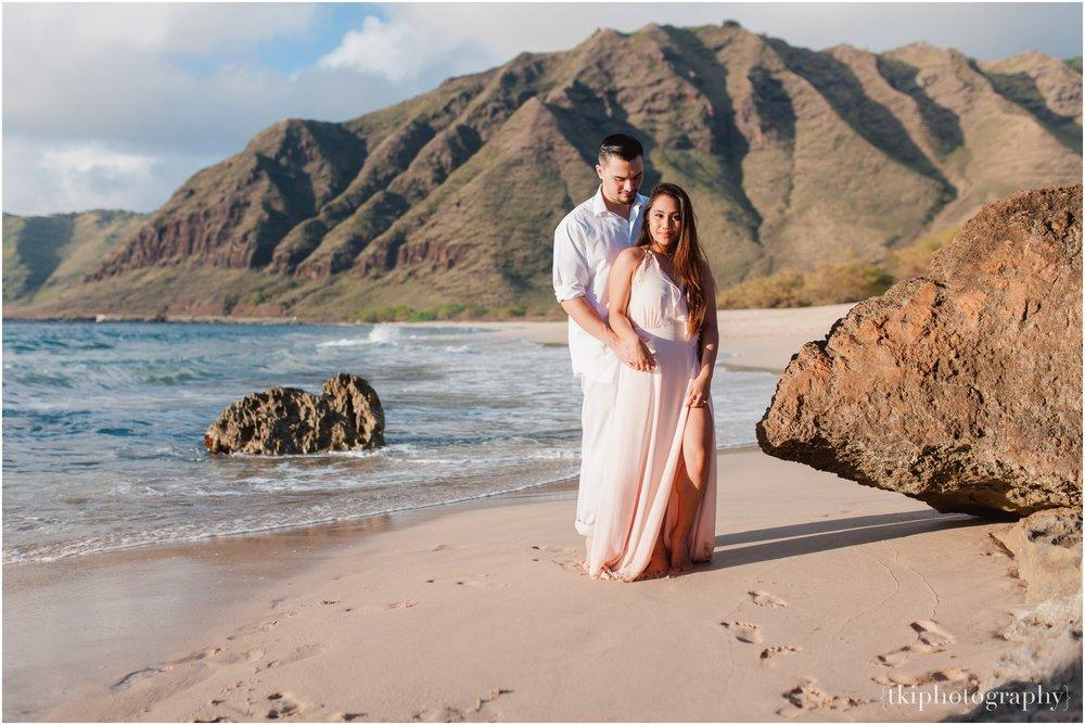 Beach-Engagement-Hawaii-Romantic-_0007.jpg