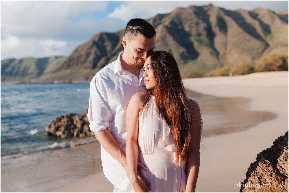 Beach-Engagement-Hawaii-Romantic-_0009.jpg