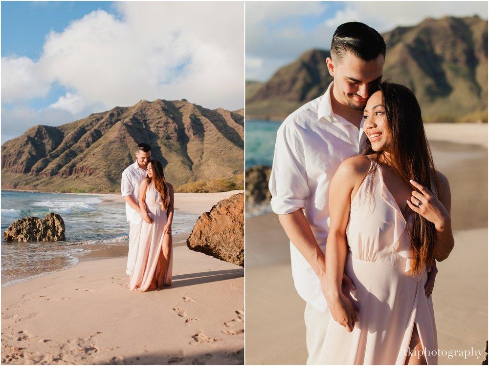 Beach-Engagement-Hawaii-Romantic-_0010.jpg