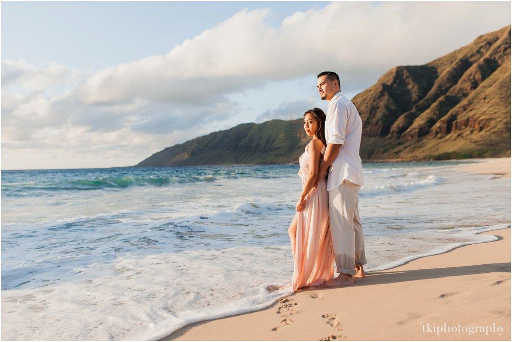 Beach-Engagement-Hawaii-Romantic-_0012.jpg