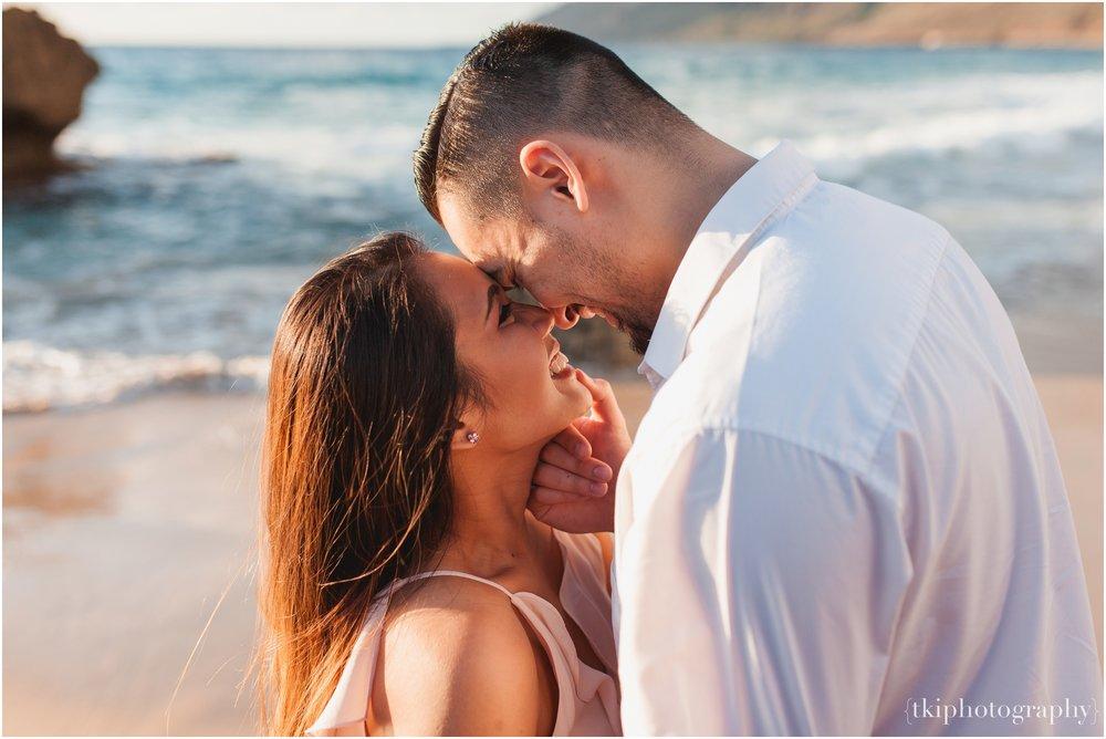 Beach-Engagement-Hawaii-Romantic-_0013.jpg
