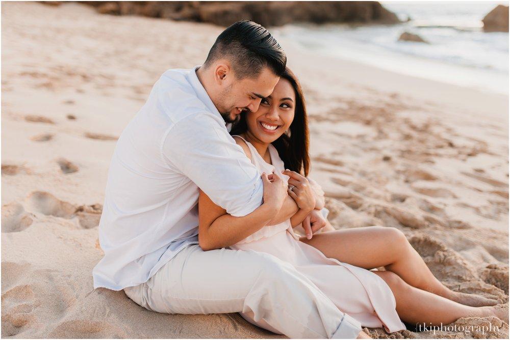 Beach-Engagement-Hawaii-Romantic-_0016.jpg