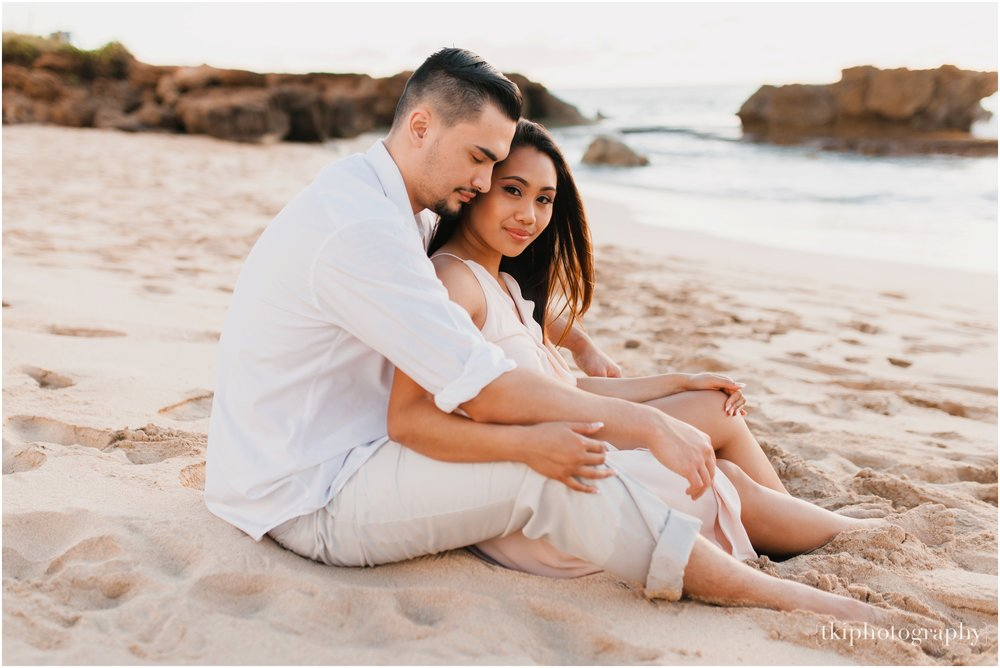 Beach-Engagement-Hawaii-Romantic-_0017.jpg