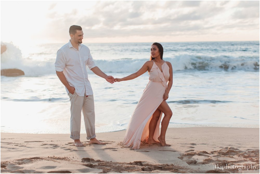 Beach-Engagement-Hawaii-Romantic-_0019.jpg