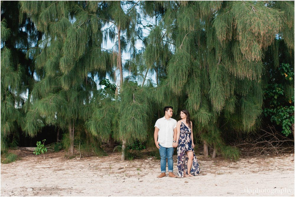 Romantic-Engagement-Session-Hawaii-North-Shore_0013.jpg