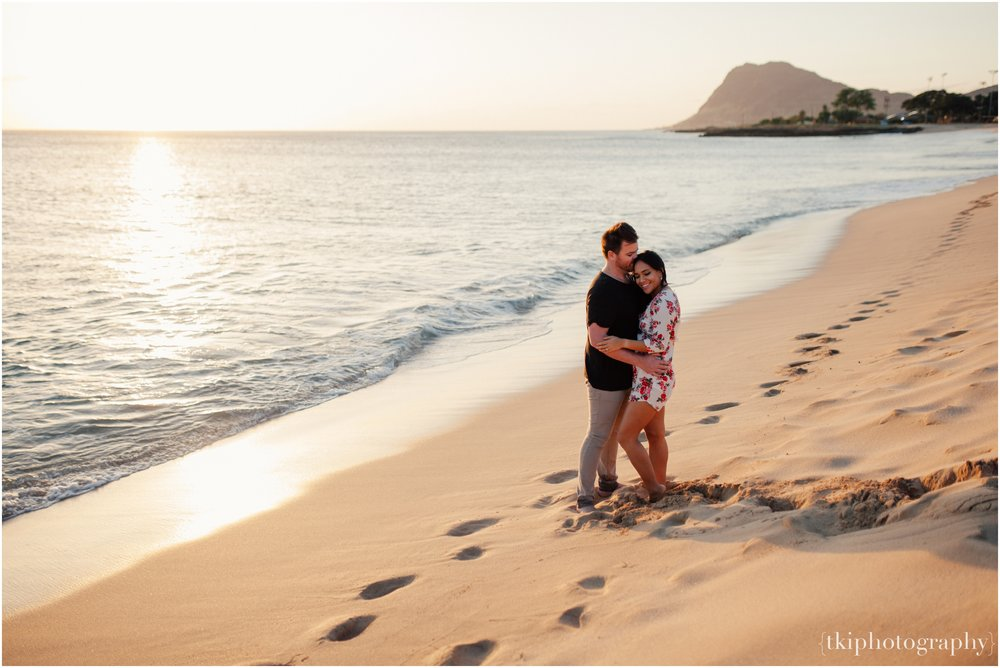 Romantic-Engagement-Oahu-Hawaii_0077.jpg