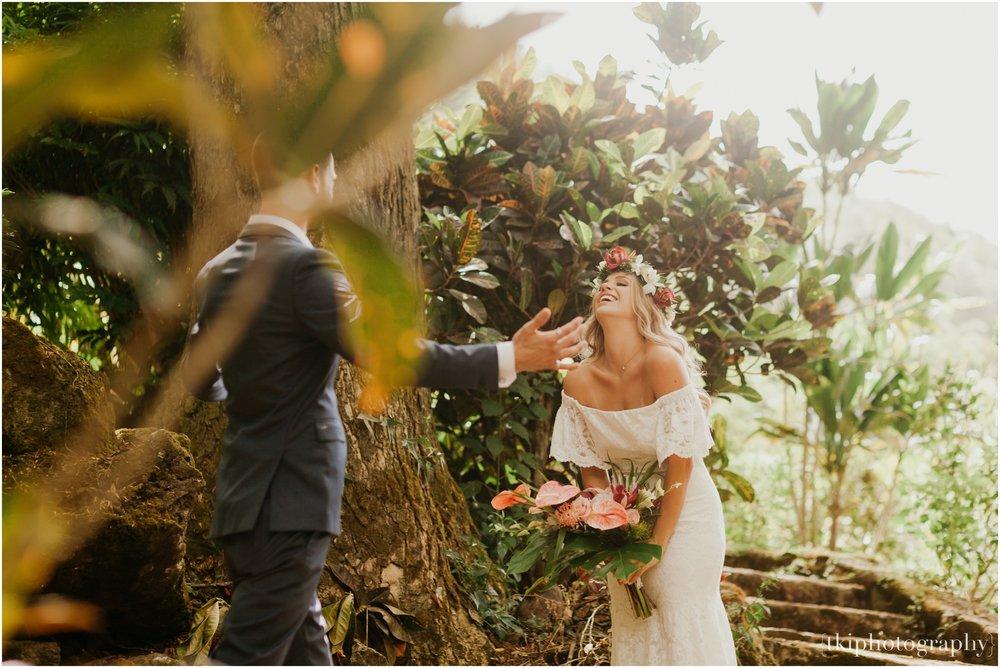 Destination-Wedding-Oahu-Waimea-Valley_0004.jpg
