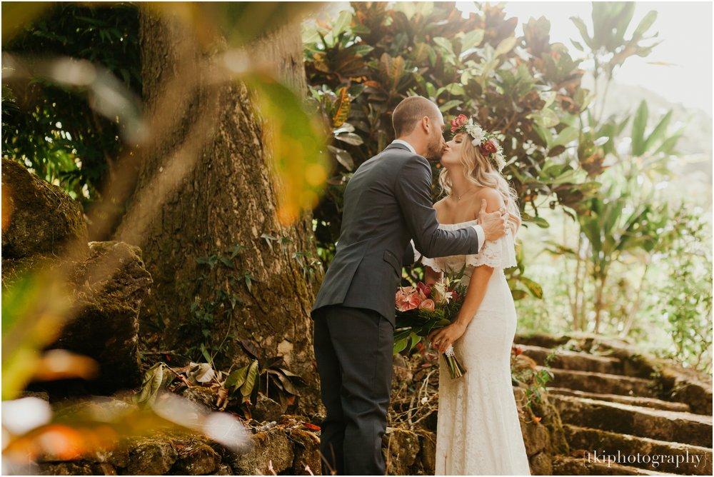 Destination-Wedding-Oahu-Waimea-Valley_0005.jpg