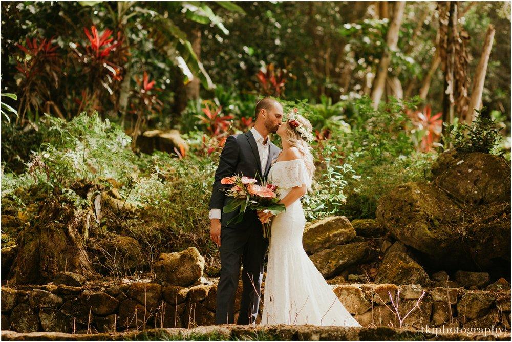 Destination-Wedding-Oahu-Waimea-Valley_0006.jpg