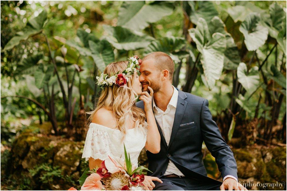 Destination-Wedding-Oahu-Waimea-Valley_0013.jpg
