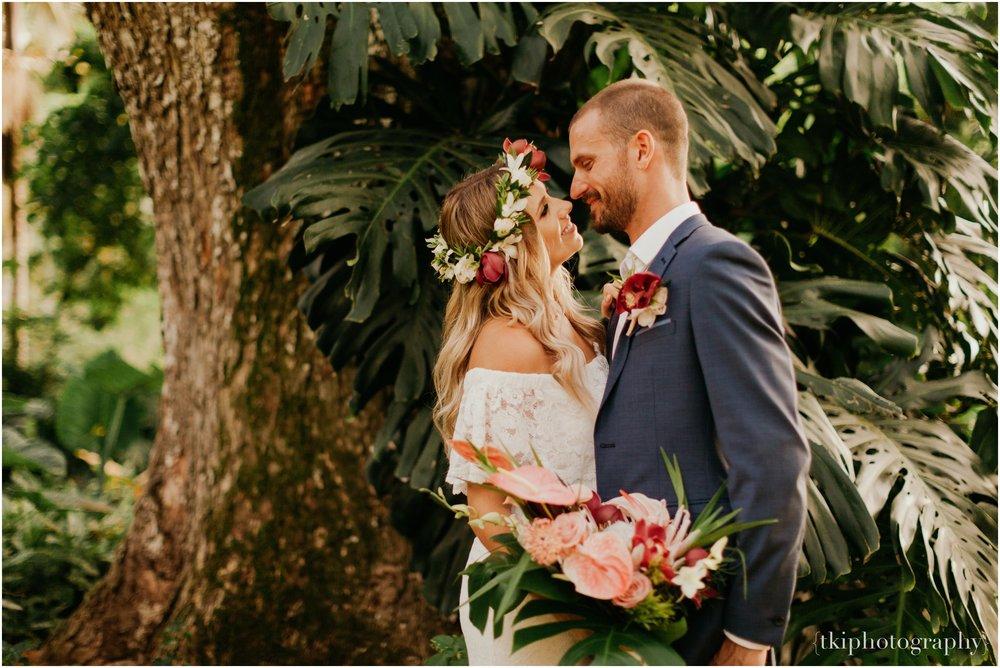 Destination-Wedding-Oahu-Waimea-Valley_0055.jpg
