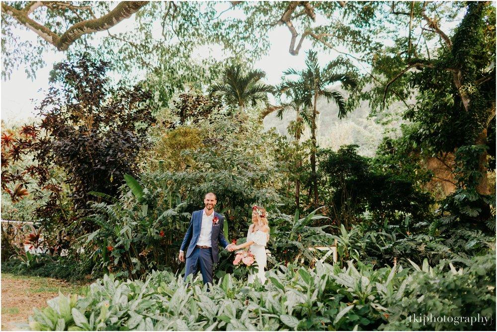 Destination-Wedding-Oahu-Waimea-Valley_0064.jpg