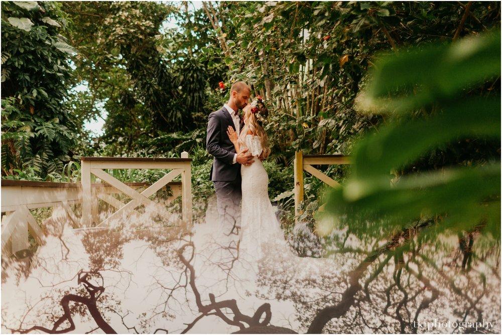 Destination-Wedding-Oahu-Waimea-Valley_0069.jpg