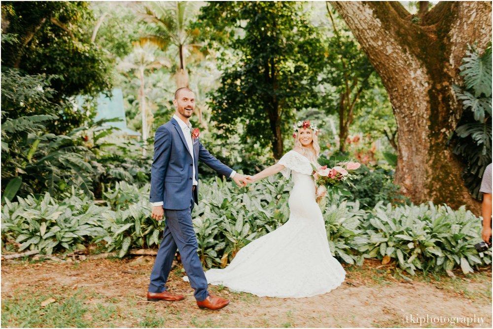 Destination-Wedding-Oahu-Waimea-Valley_0073.jpg