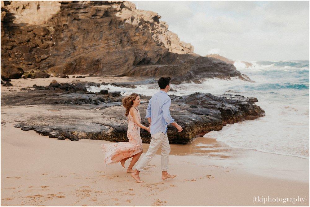 Couples-Session-Hawaii-Sunset-on-the-Beach_0004.jpg
