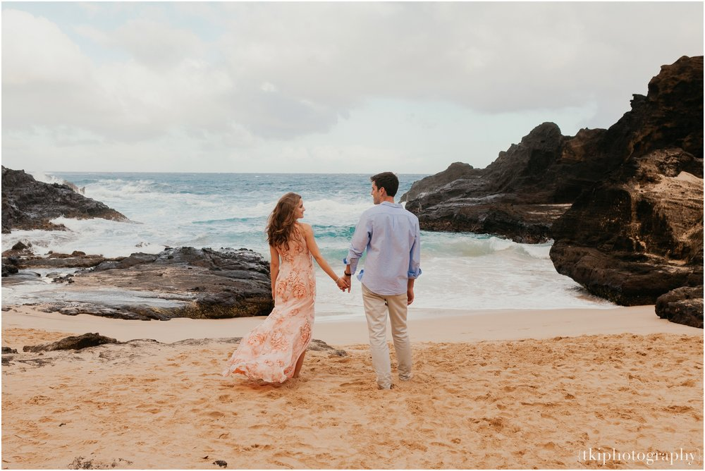 Couples-Session-Hawaii-Sunset-on-the-Beach_0012.jpg