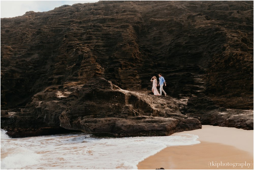 Couples-Session-Hawaii-Sunset-on-the-Beach_0013.jpg