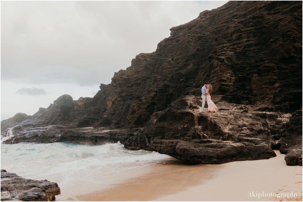 Couples-Session-Hawaii-Sunset-on-the-Beach_0014.jpg