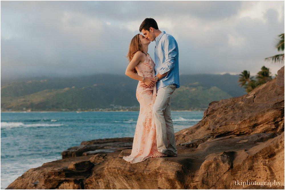 Couples-Session-Hawaii-Sunset-on-the-Beach_0015.jpg