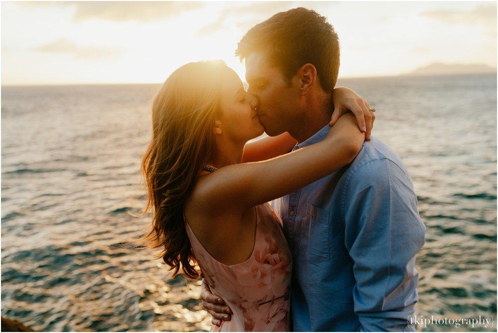 Couples-Session-Hawaii-Sunset-on-the-Beach_0017.jpg