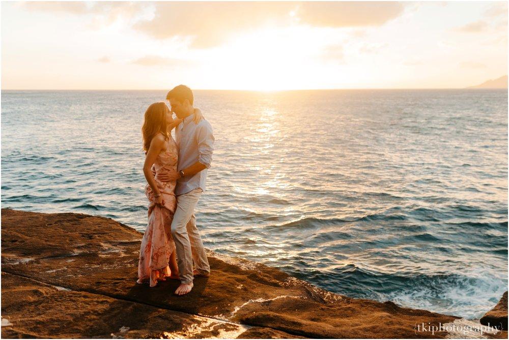 Couples-Session-Hawaii-Sunset-on-the-Beach_0023.jpg