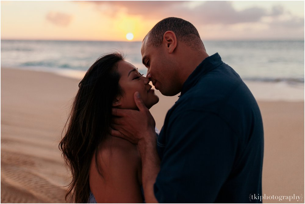 Couples-Session-Hawaii-Sunset-North-Shore_0014.jpg
