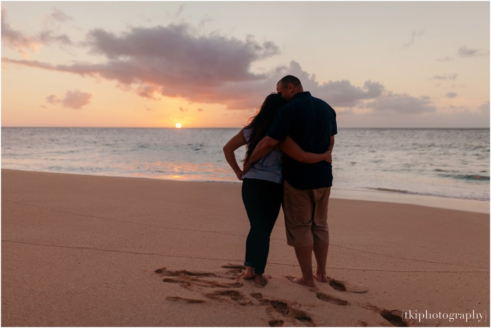 Couples-Session-Hawaii-Sunset-North-Shore_0015.jpg