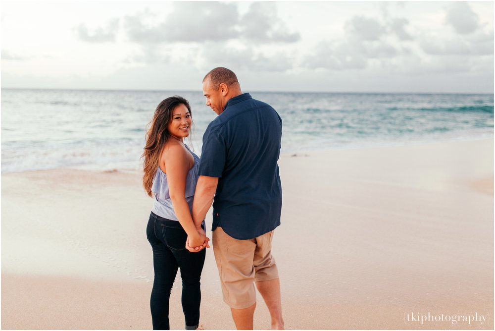 Couples-Session-Hawaii-Sunset-North-Shore_0016.jpg