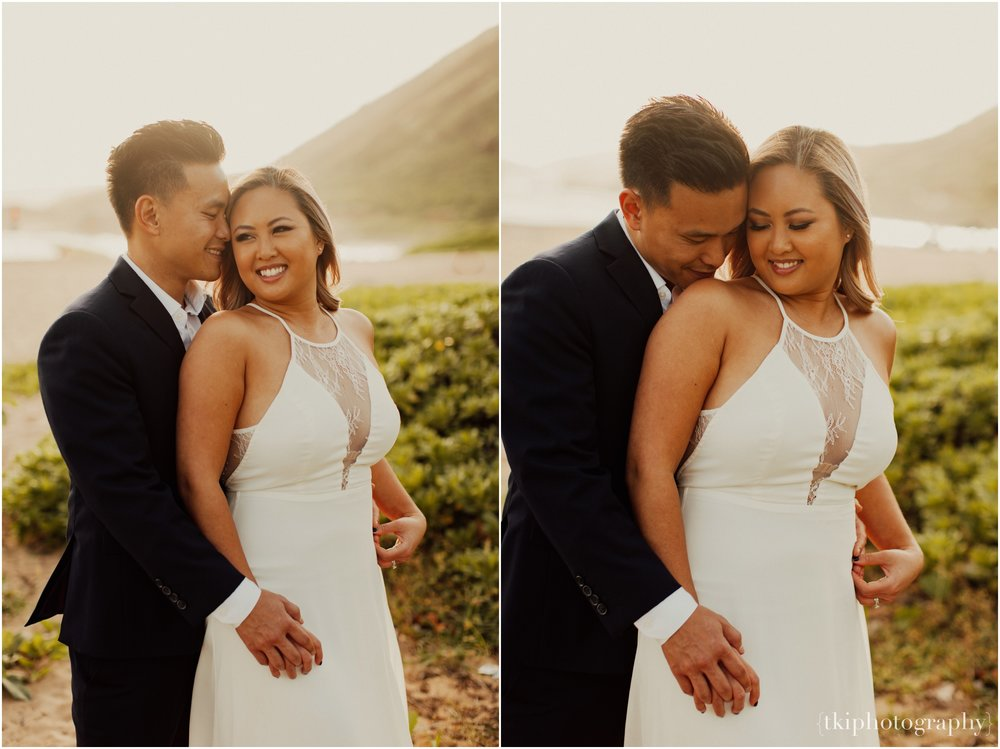 Couples-Session-Hawaii-at-sunset-cliffside_0002.jpg