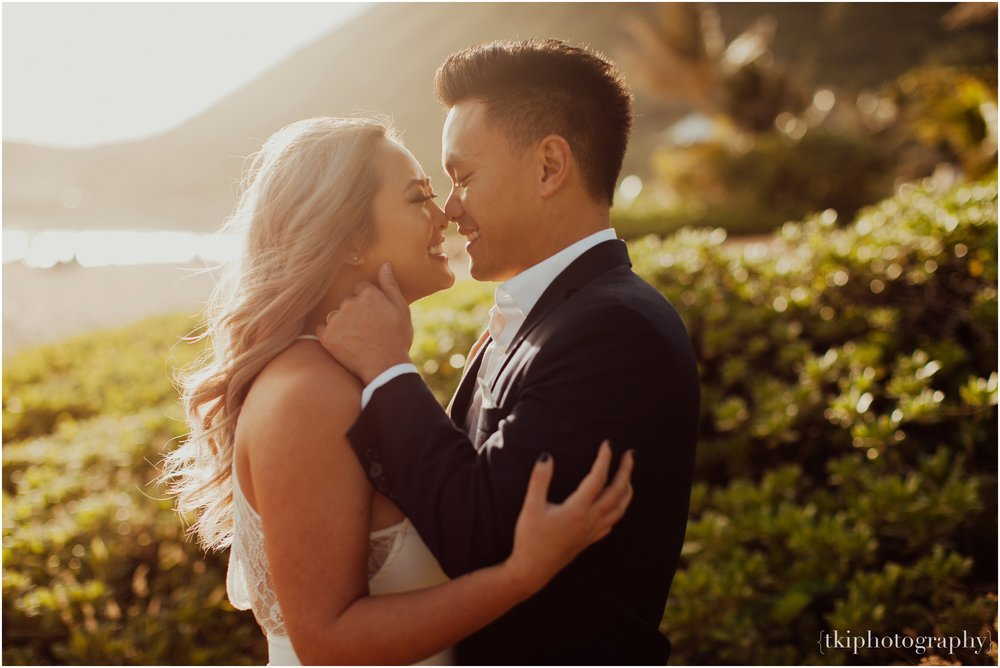 Couples-Session-Hawaii-at-sunset-cliffside_0001.jpg
