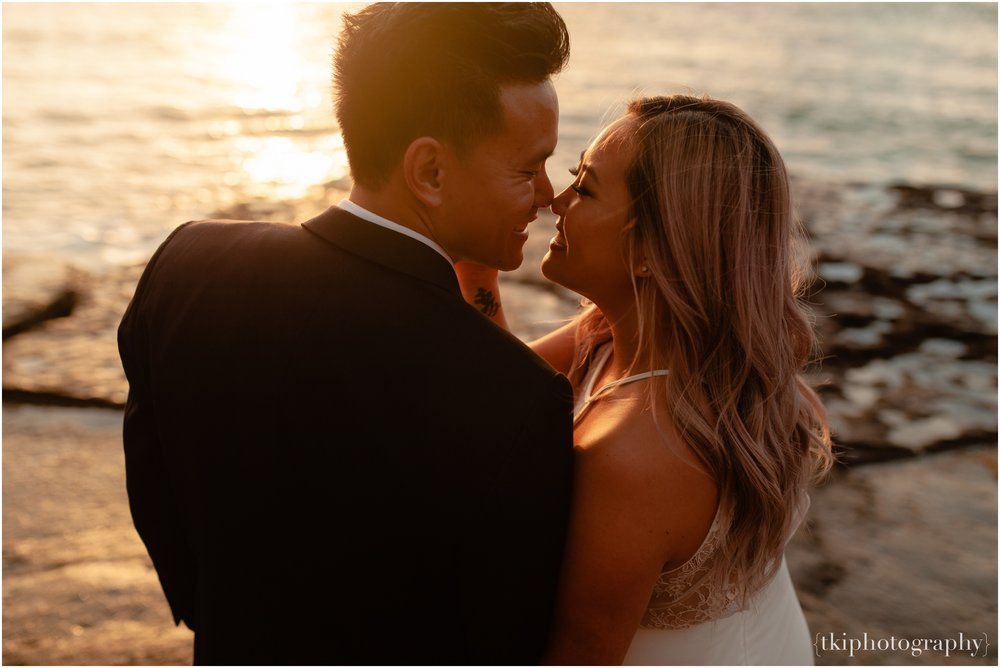 Couples-Session-Hawaii-at-sunset-cliffside_0010.jpg