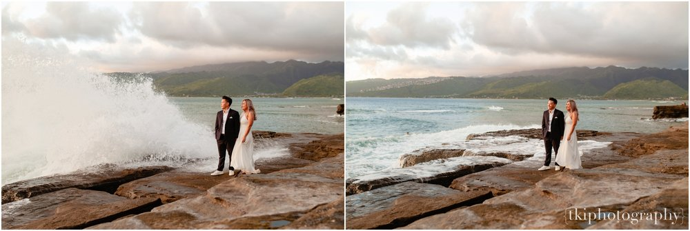 Couples-Session-Hawaii-at-sunset-cliffside_0015.jpg