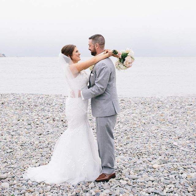 This beautiful wedding at the @oceanviewofnahant is now on the blog!! Check it out to see proof of how gorgeous a cloudy wedding day can be. These two were just so sweet and easy to be around and I think you can absolutely see that in the photos from their wedding day.