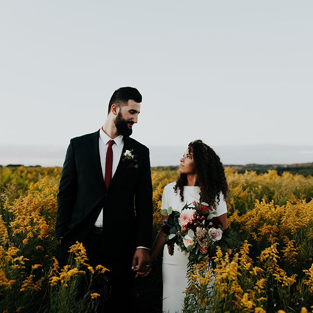 Just a couple of beautiful people in a flower field 🌼 yes I'll take it —throwing it back to the day I traveled to shoot this wedding with @juliamaddensears because is it just me or do you find it hard to get to post current work when it starts to pile up (send help, drowning 😅).