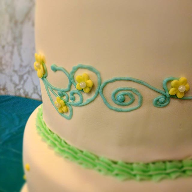 More piping detail #dairyfree #glutenfree #vegan #eggfree #yfetbakery #indianapa #cake #wedding
