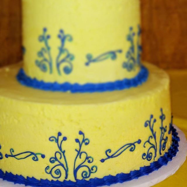 Piping detail #dairyfree # glutenfree #vegan #eggfree #yfetbakery #indianapa # wedding #cake