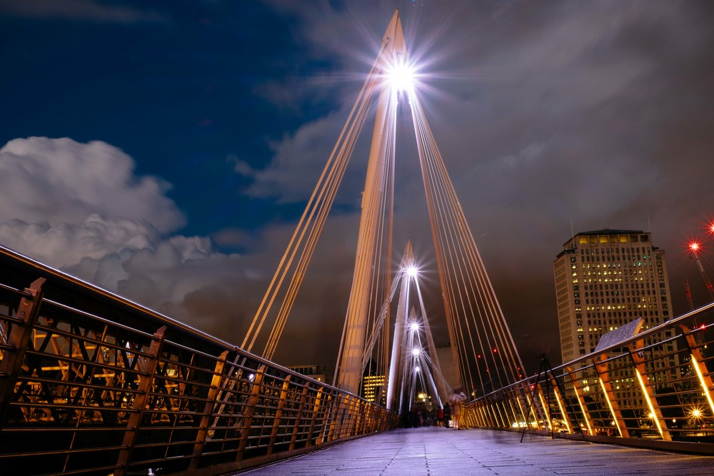 Golden Jubilee Bridge at night.