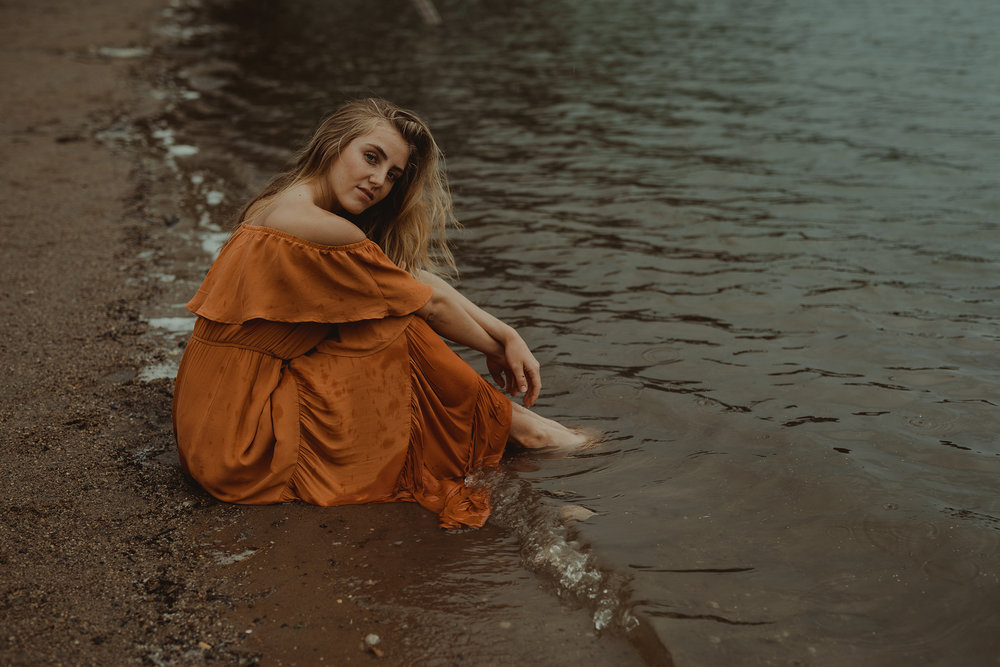 meg-senior-girl-sitting-on-beach-grays-lake-ankeny-high-school-desmoines-iowa-raelyn-ramey-photography-96.jpg