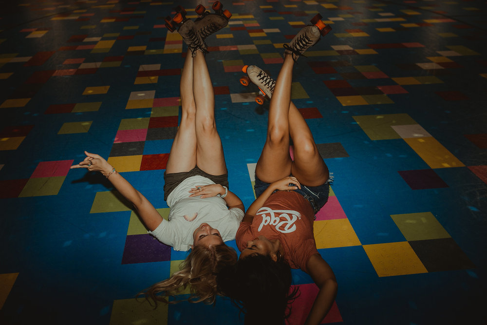 rad-retro-girls-at-roller-rink-laying-on-floor-desmoines-iowa-raelyn-ramey-photography-9.jpg