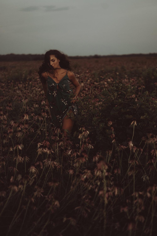 lizzy-senior-girl-running-throw-flower-field-winterset-ankeny-high-school-desmoines-iowa-raelyn-ramey-photography-144.jpg