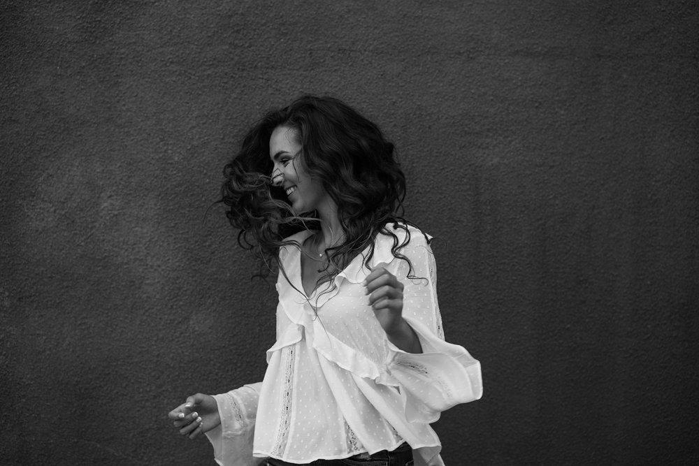 lizzy-senior-girl-shaking-hair-winterset-ankeny-high-school-desmoines-iowa-raelyn-ramey-photography-79.jpg