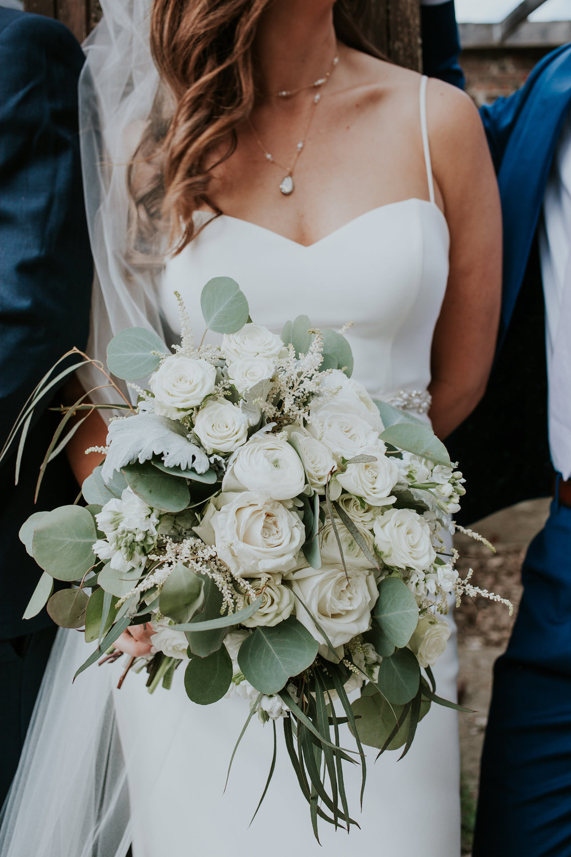 mr-mrs-hull-bridal-boquet-desmoines-iowa-raelyn-ramey-photography-455.jpg