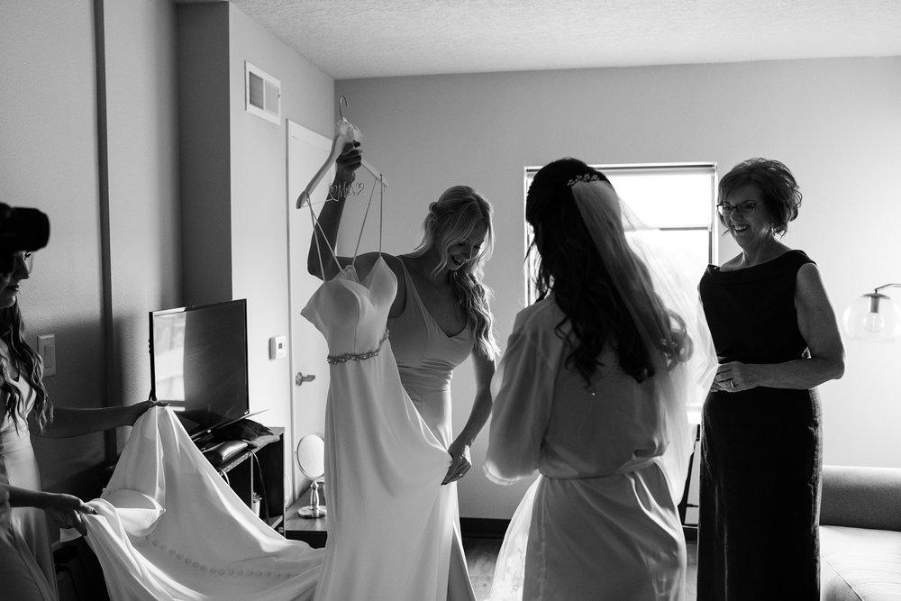 mr-mrs-hull-bridesmaid-helping-bride-get-ready-desmoines-iowa-raelyn-ramey-photography-62.jpg