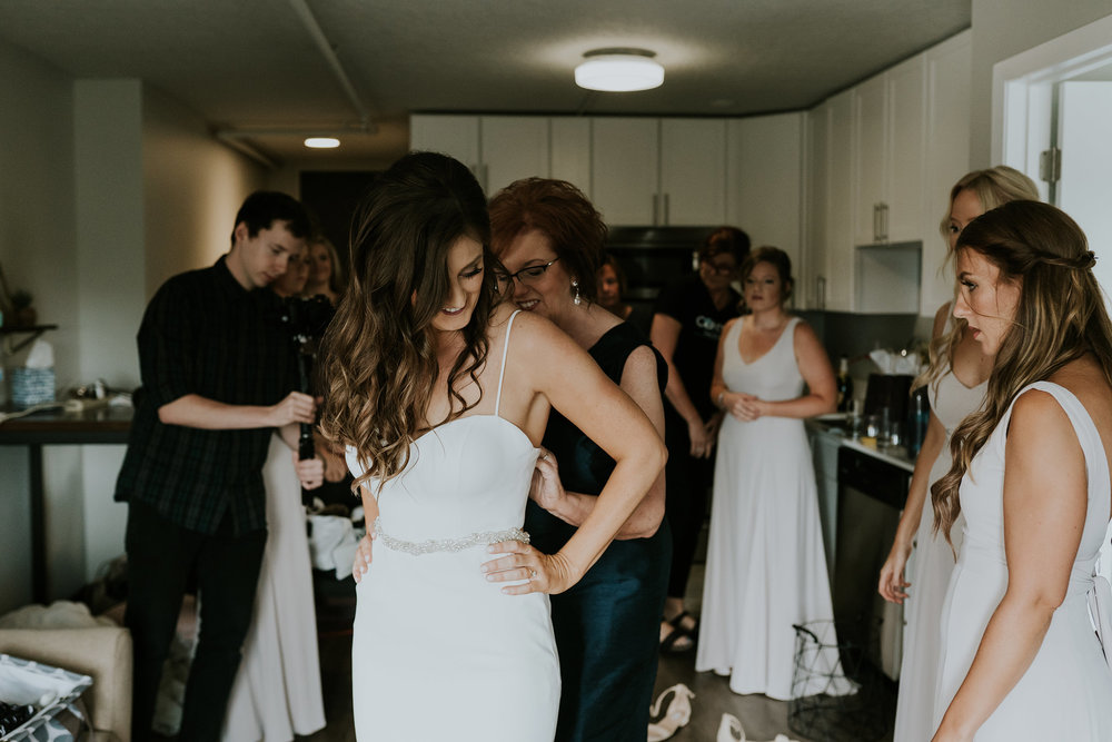 mr-mrs-hull-mom-helping-bride-get-ready-desmoines-iowa-raelyn-ramey-photography-67.jpg