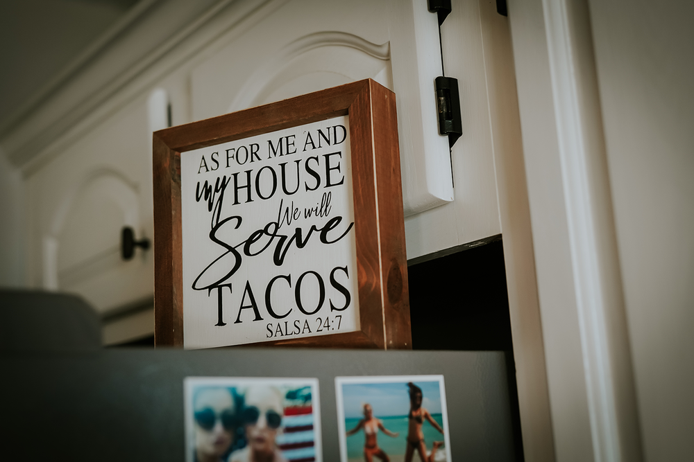 mr-mrs-hull-tacos-sign-desmoines-iowa-raelyn-ramey-photography-130.png