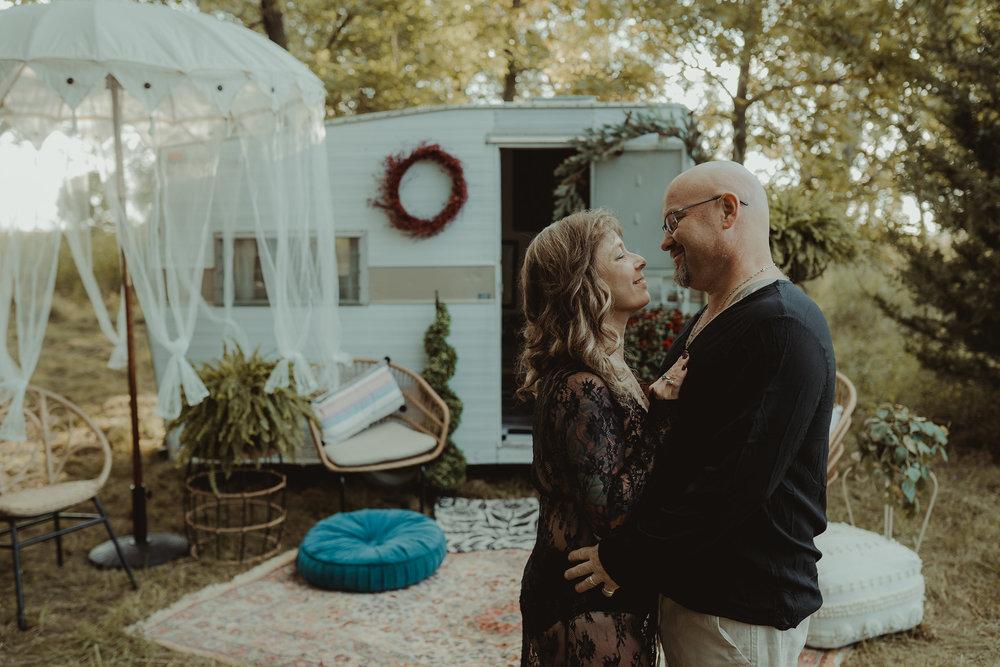 vintage-camper-mini-sessions-couple-holding-eachother-iris-aisle-winterset-iowa-raelyn-ramey-photography-188.jpg